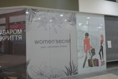 Оформление витрин womens secret 2